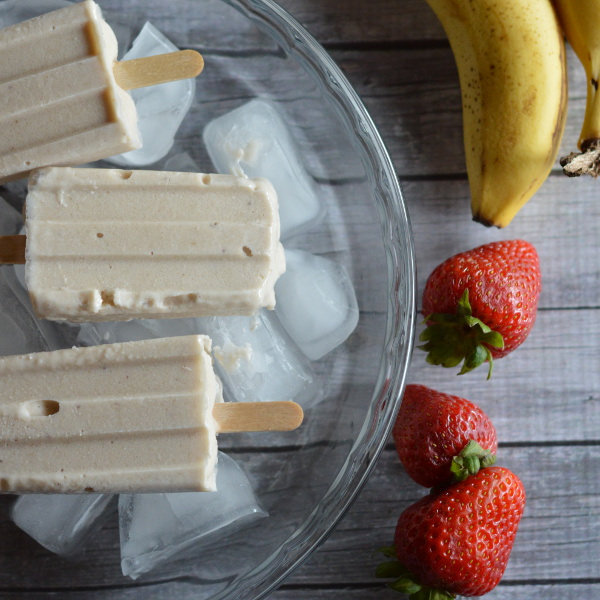 Banana Frozen Yogurt Popsicles